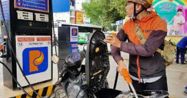 """Petrolimex sẽ triển khai """"đổ xăng không thu tiền mặt"""""""