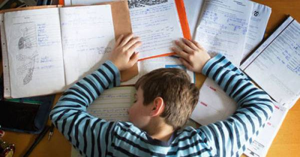 Học sinh tự tử vì áp lực học tập:
