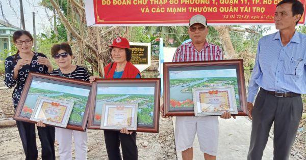 Hội Chữ thập đỏ Thiện Tâm, quận 11 tổ chức khánh thành cầu nông thôn và trao quà từ thiện cho người dân nghèo tại Cà Mau.