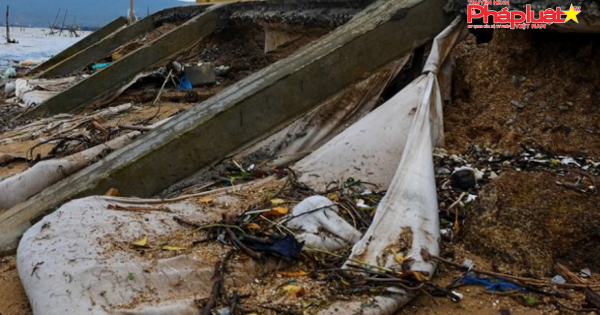 Kè sông 12 tỷ đồng chưa nghiệm thu đã vỡ toang hoác