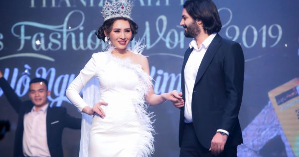 Quán quân sắc đẹp quốc tế Kim Sỹ và thời trang dành cho các nữ doanh nhân