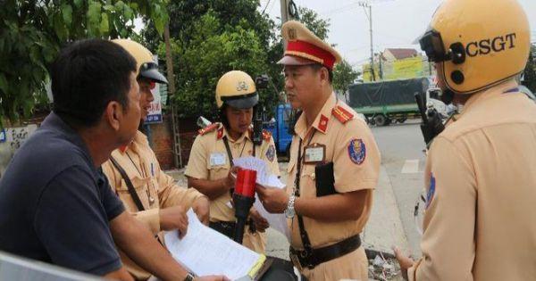 """Tây Ninh: Phạt 5 người chuyên """"chỉ điểm"""" cho xe vi phạm né chốt cảnh sát giao thông"""