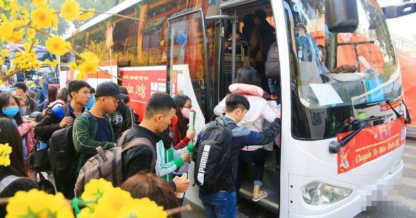 Trường ĐH Nha Trang đưa 400 sinh viên về quê ăn Tết bằng chuyến xe 0 đồng