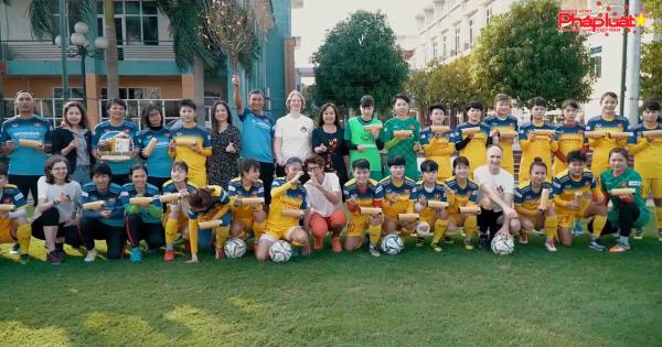 Đại sứ các nước G4 chúc Tết và giao lưu với tuyển bóng đá nữ Việt Nam