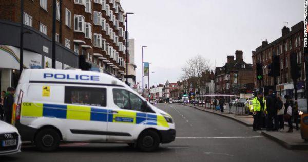 Cảnh sát Anh triệt hạ hung thủ đâm dao ở London