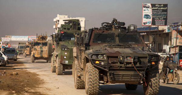 Đoàn xe quân sự Thổ Nhĩ Kỳ tiến vào Syria