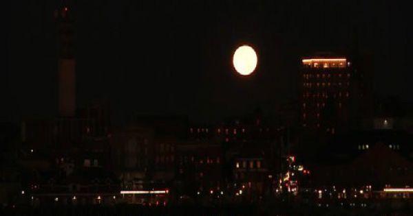Hiện tượng siêu trăng tháng hai