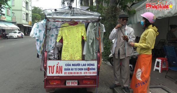 Cụ ông 80 tuổi chạy hơn 50km mỗi ngày để bán quần áo giá 0 đồng