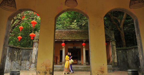 Khám phá vẻ đẹp cổ kính và hoang sơ của Chùa và Động Thiên Tôn ở Ninh Bình