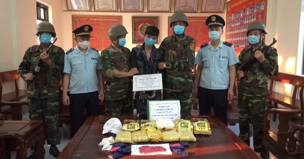 Hà Tĩnh: Bắt đối tượng chở 5 kg ma túy đá và 30 nghìn viên hồng phiến