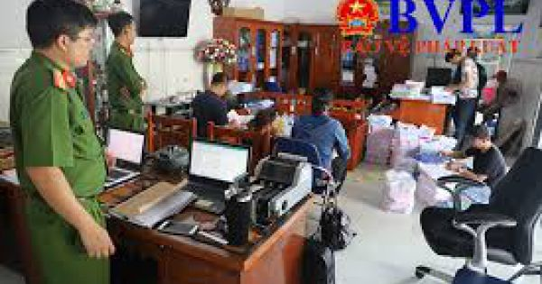 Truy tố 14 bị can trong đường dây sản xuất, buôn bán xăng giả liên tỉnh