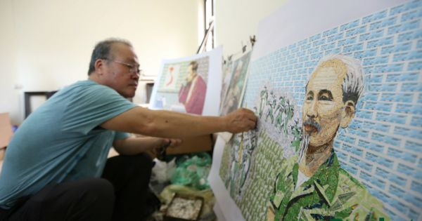 Người hoạ sĩ dành 25 năm làm tranh ghép tem về Bác Hồ