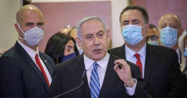Thủ tướng đương nhiệm Israel ra hầu tòa