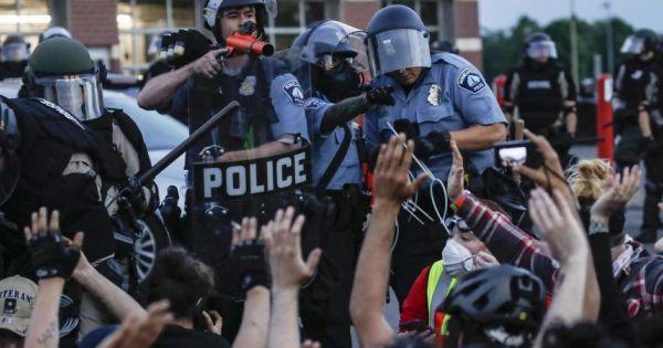 Lính Mỹ thiệt mạng vì người biểu tình tấn công căn cứ