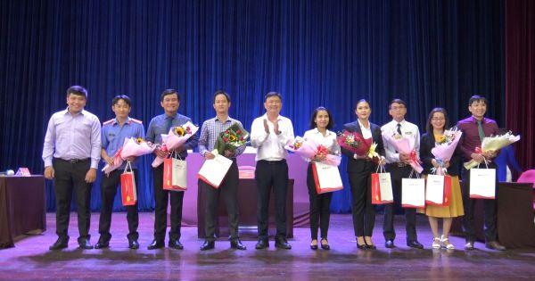 """Sinh viên 3 trường khoa Luật tại TP HCM tranh tài qua cuộc thi """"Phiên tòa giả định"""" 2020"""