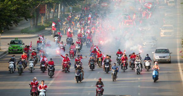 Sân Hàng Đẫy bất lực chống pháo sáng: Hà Nội FC cố gắng nhưng vẫn bị phạt