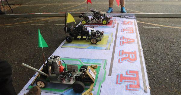 """Sinh viên tranh tài qua Cuộc thi """"Đua xe ô tô mô hình tự chế"""""""