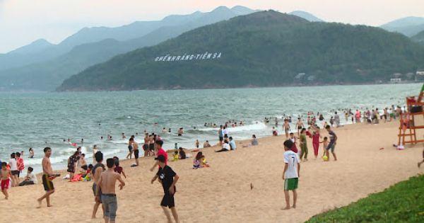 """Dùng """"phiếu thu tiền rác"""" để thu phí du khách vui chơi tại bãi biển Quy Nhơn"""