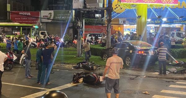 Nữ tài xế hoảng sợ vái lạy mọi người sau tai nạn tông hàng loạt xe máy ở TP. HCM
