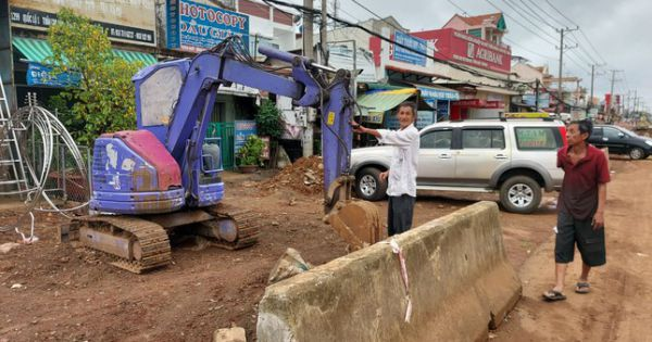 Vừa khởi công lại, cầu vượt Dầu Giây Đồng Nai tiếp tục dừng vì… không có tiền đổ dầu