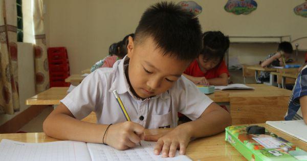 Bắt đầu từ học kì II, dạy học SGK dân tộc theo chương trình mới