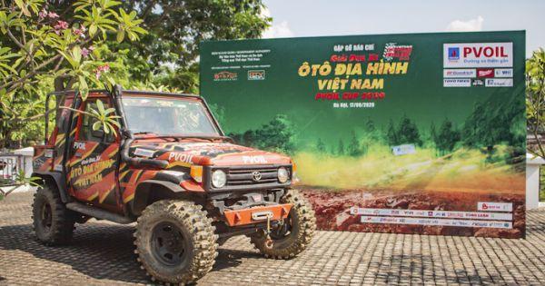 """160 vận động viên trổ tài """"Đua xe ô tô địa hình Việt Nam"""""""