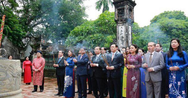 Tại Cố đô Hoa Lư ,Lãnh đạo thành phố Hà Nội dâng hương tưởng nhớ Đức vua Lý Thái Tổ