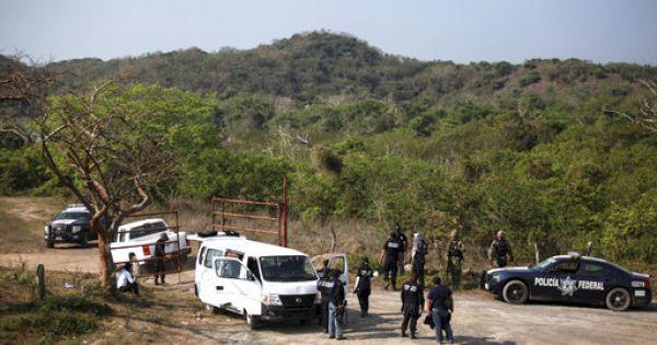 Phát hiện 12 thi thể trong 2 xe ôtô ở Mexico