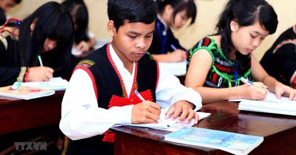 Bộ GD-ĐT thông báo tổ chức thẩm định SGK tiếng dân tộc lớp 1