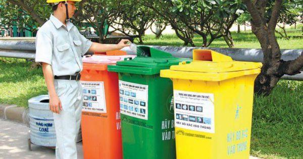 Từ năm 2024, hộ gia đình, cá nhân không phân loại rác thải có thể bị từ chối thu gom
