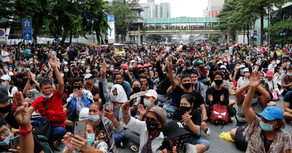 Quốc hội Thái Lan họp khẩn vì tình trạng biểu tình tiếp diễn