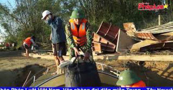 Cứu hộ 38 công nhân mắc kẹt trên Sông Trà vào bờ an toàn