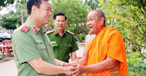 Thứ trưởng Bộ Công an thăm, chúc Tết Chôl Chnăm Thmmây tại Bạc Liêu