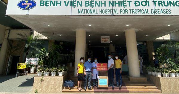 Dòng họ Hoàng Huỳnh trao quà hỗ trợ bệnh viện Bệnh Nhiệt Đới Trung Ương