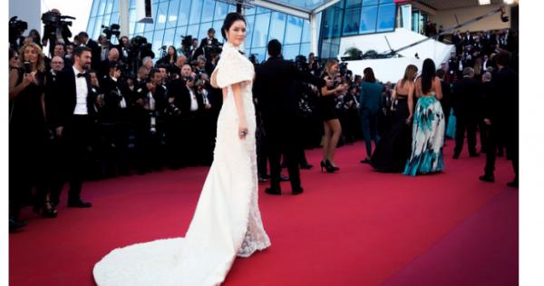 Lý Nhã Kỳ lộng lẫy trên thảm đỏ khai mạc LHP Cannes 2017