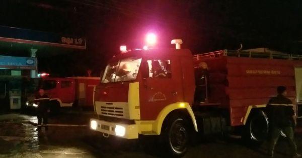 Cây xăng cháy ngùn ngụt trong đêm tại Bà Rịa Vũng Tàu