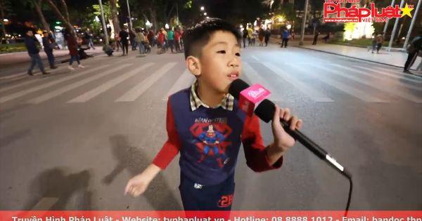 """Cậu bé 9 tuổi náo loạn phố đi bộ Hà Nội khi vừa hát vừa nhảy hit """"Từ hôm nay"""" của Chi Pu"""