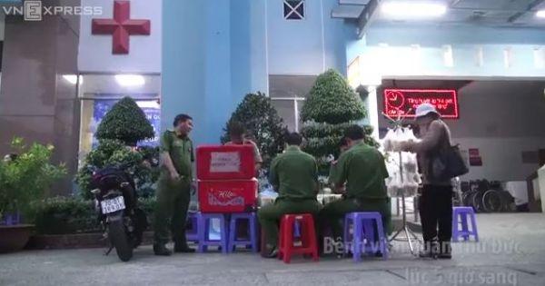 Công an nấu cháo phát miễn phí cho bệnh nhân ở Sài Gòn