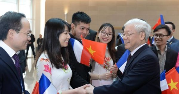 """Tổng Bí thư gặp gỡ trí thức trẻ Việt Nam tại Pháp: """"Tri thức là nhân tố quyết định tương lai của đất nước"""""""