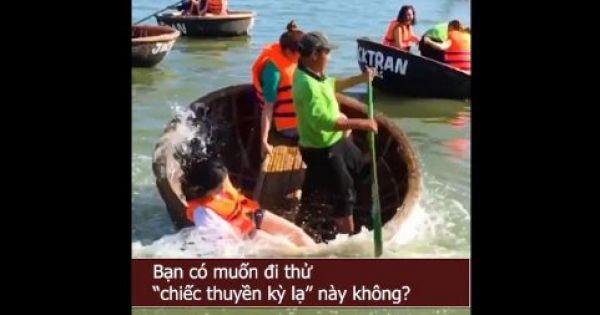 """Màn """"quẩy"""" thuyền thúng ở Việt Nam khiến khách nước ngoài há hốc miệng"""