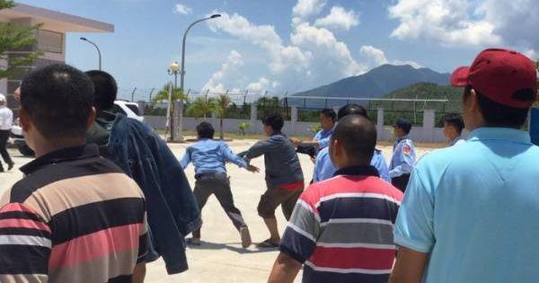 Tài xế ngăn cản việc thu phí tại BOT Ninh Lộc