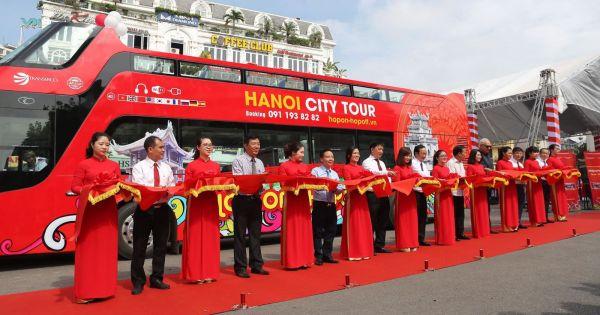 Tuyến buýt mui trần đầu tiên ở Hà Nội chính thức hoạt động