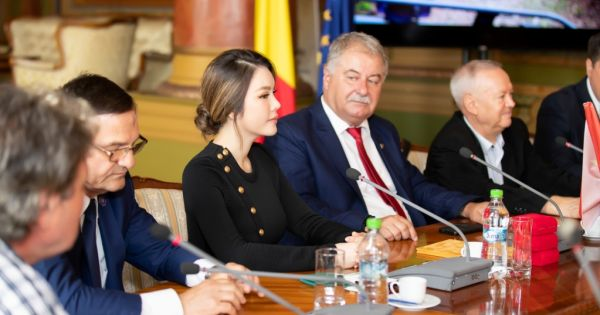 Công du Rumani, Lý Nhã Kỳ được trao quyết định làm đại sứ du lịch tỉnh Gorj