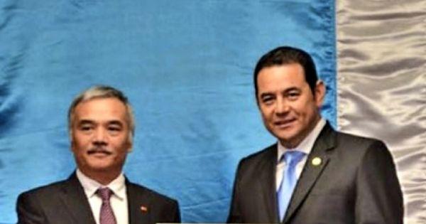Đại sứ Nguyễn Hoài Dương trình quốc thư lên Tổng thống Cộng hoà Guatemala