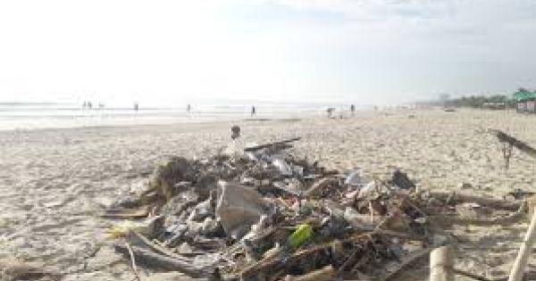 Hơn 7 tấn rác thải bủa vây 8km bờ biển Đà Nẵng