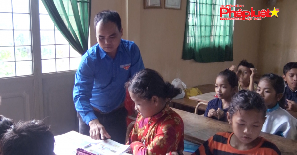 Lâm Đồng: Thanh niên mở lớp học tiếng Anh miễn phí cho trẻ em vùng cao