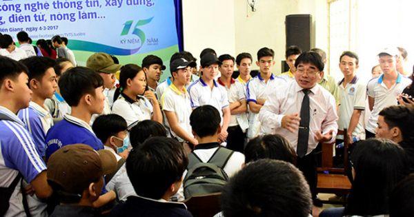 Hơn 400 sinh viên bị buộc thôi học vì không nộp bằng tốt nghiệp THPT
