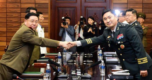 Quân đội hai miền Triều Tiên tiến hành hội đàm