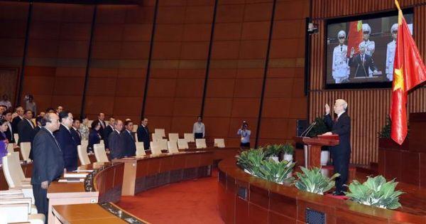 Tân Chủ tịch nước Nguyễn Phú Trọng thực hiện nghi thức tuyên thệ nhậm chức
