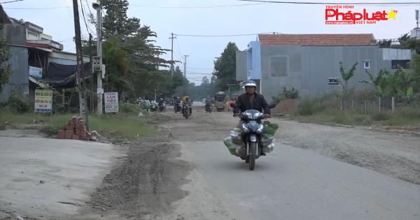 Quảng Ngãi: Dân bức xúc trước dự án giao thông 300m làm 5 năm không xong